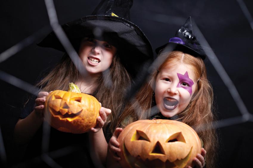 child_witches_with_jack_o_lanterns